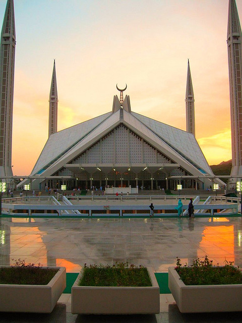 Faisal-Mosque-in-Islamabad-at-Dusk