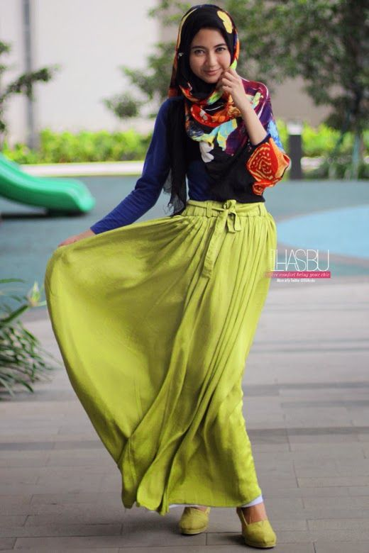 muslim women yellow dress